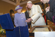 Queen Elizabeth II Pope Francis I Photos Photo