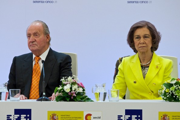 Spanish Royals Attend Journalism Awards  [rey de espana,spokesperson,event,speech,public speaking,news conference,orator,businessperson,news,official,royals,juan carlos,queen,don quijote journalism awards,journalism awards,spanish,spain,sofia,casa del libro]