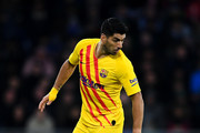 Luis Suarez of FC Barcelona runs with the ball during the Liga match between RCD Espanyol and FC Barcelona at RCDE Stadium on January 04, 2020 in Barcelona, Spain.