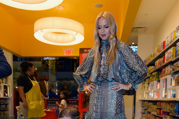 Rachel Zoe Rachel Zoe and Husband Rodger Berman Host the First-Ever OCRF Super Saturday Event at Grand Canal Shoppes
