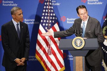 Randall Stephenson Barack Obama Addresses Business Roundtable