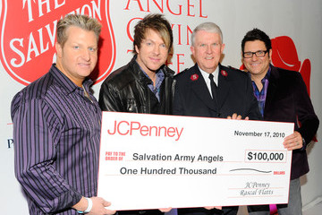 George Hood Rascal Flatts Angel Giving Tree Toy Drive at JCPenney