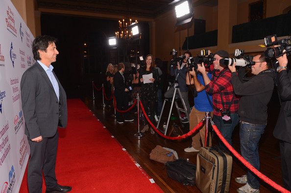 Ray Romano Hosts International Myeloma Foundation's 6th Annual Comedy Celebration Benefiting The Peter Boyle Research Fund