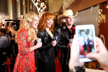 Reba Arrivals at the American Country Countdown Awards — Part 2