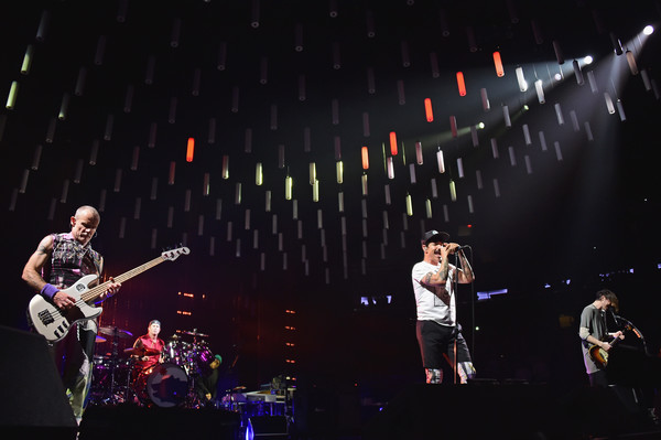 josh klinghoffer in red hot chili peppers in concert new york city zimbio. Black Bedroom Furniture Sets. Home Design Ideas