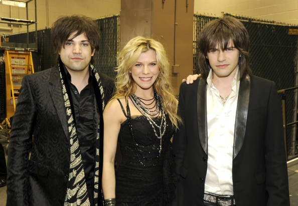 reid perry dating anyone The band perry is a music group composed of siblings kimberly perry (lead vocals, guitar), reid perry (bass guitar, background vocals), and neil perry.