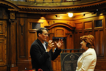 Richard Taylor UK Foreign Minister Presents Plaque to NZ Parliament