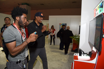 Rick Fox Nintendo Hosts Celebrities at 2017 E3 Gaming Convention