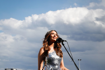 Ricki Lee Coulter Celebrities Attend Everest Race Day