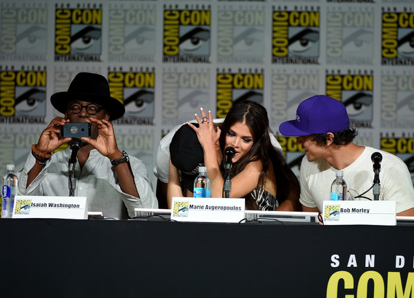 Ricky Whittle And Marie Avgeropoulos Photos Photos Comic Con