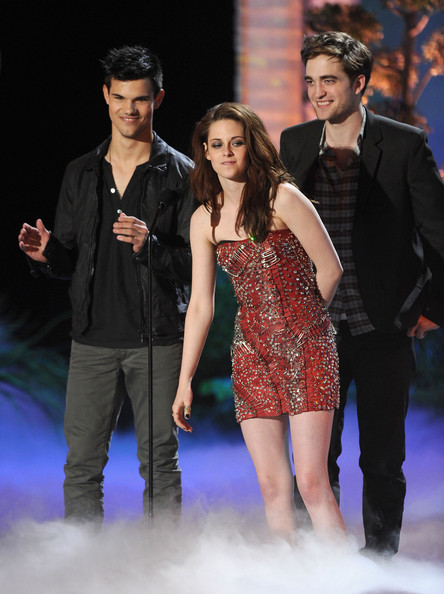 kristen stewart and robert pattinson 2011 mtv. Robert Pattinson Actors Taylor