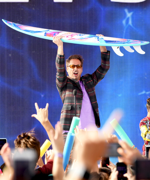 http://www2.pictures.zimbio.com/gi/Robert+Downey+Jr+FOX+Teen+Choice+Awards+2019+4YHJu22Jg-Dl.jpg
