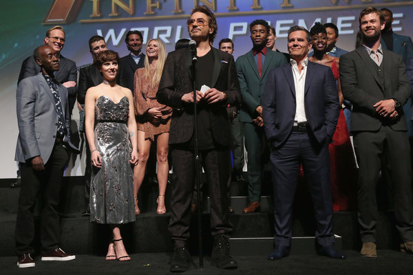http://www2.pictures.zimbio.com/gi/Robert+Downey+Jr+Los+Angeles+Global+Premiere+JZUJLpcaPkHl.jpg