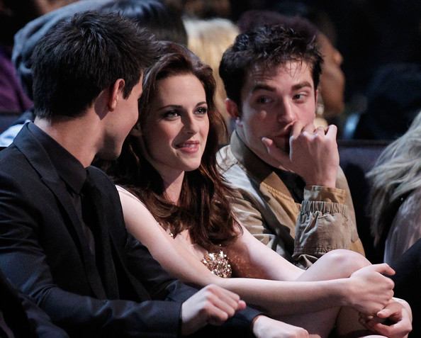 People's Choice Awards 2011 - Página 2 Robert+Pattinson+2011+People+Choice+Awards+kd0o3Q7g2_El