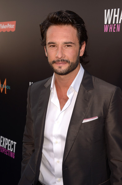 rodrigo santoro and jennifer lopez dating Jennifer lopez and rodrigo santoro play a couple looking into adoption in if anyone could help turn expecting into a date-night destination.