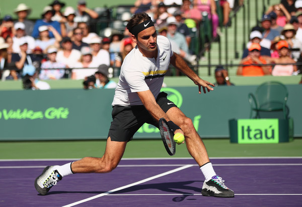 Roger Federer Photos Photos - Miami Open 2018 - Day 6 - Zimbio