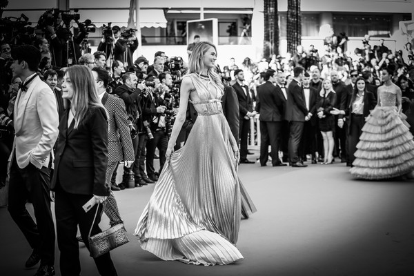 Alternative View In Black & White - The 71st Annual Cannes Film Festival [image,everybody knows todos lo saben,photograph,gown,dress,black-and-white,monochrome photography,wedding dress,monochrome,bride,event,fashion,alternative view in black white,romee,screening,cannes,france,strijd,cannes film festival,palais des festivals]