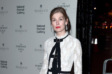 Rosamund Pike The Duchess of Cambridge Attends the Portrait Gala 2017