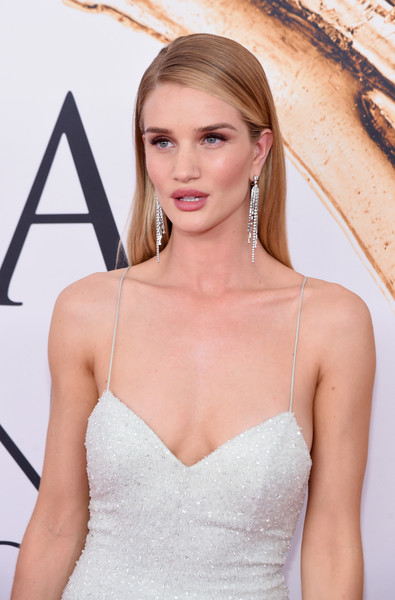 2016 CFDA Fashion Awards - Arrivals [hair,clothing,dress,shoulder,hairstyle,gown,beauty,a-line,neck,blond,arrivals,rosie huntington-whiteley,new york city,hammerstein ballroom,cfda fashion awards]