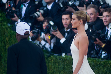 Rosie Huntington-Whiteley 'Manus x Machina: Fashion In An Age of Technology' Costume Institute Gala - Outside Arrivals