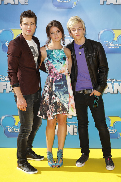 is maia mitchell and ross lynch dating Ross lynch, maia mitchell & teen beach movie cast - like me ross shor lynch is a size 9 in shoes: but i don't know if they will in the show cause i saw an interview and they asked if there will b romance and laura smiled and said to expect it and ross said he wasn't sure it was romance.