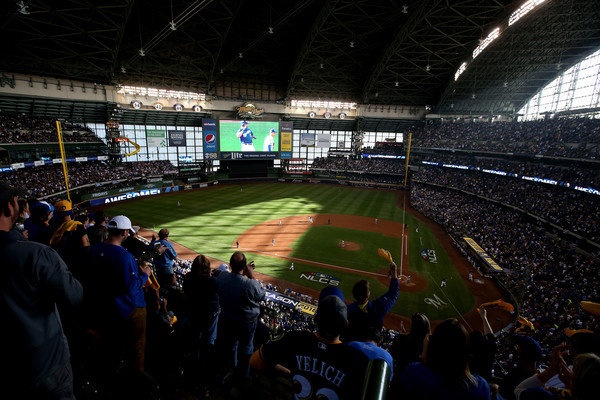 League Championship Series - Los Angeles Dodgers vs. Milwaukee Brewers - Game Two