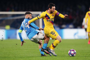 Lorenzo Insigne of SSC Napoli vies with Lionel Messi of FC Barcelona during the UEFA Champions League round of 16 first leg match between SSC Napoli and FC Barcelona at Stadio San Paolo on February 25, 2020 in Naples, Italy.