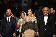 """(FromL) Iranian director Asghar Farhadi, Iranian actress Taraneh Alidoosti and Iranian actor Babak Karimi pose as they arrive on May 21, 2016 for the screening of the film """"The Salesman (Forushande)"""" at the 69th Cannes Film Festival in Cannes, southern France.  / AFP / ALBERTO PIZZOLI"""