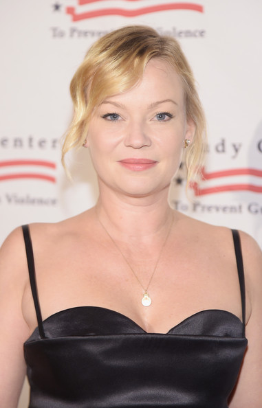 Samantha Mathis Photos Photos - Brady Center Bear Awards ... Samantha Mathis