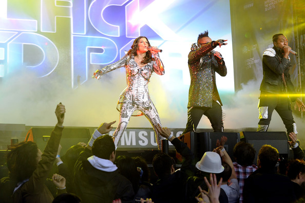 Fergie and Apl.de.Ap of the Black Eyed Peas perform at the Samsung Times Square Concert with THE BLACK EYED PEAS at Times Square on March 10, 2010 in New York City.