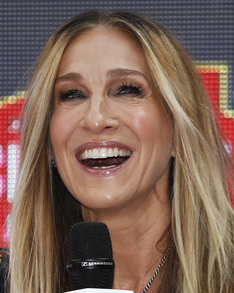 Sarah Jessica Parker Greets Fans At Highpoint Shopping Centre [hair,face,facial expression,blond,eyebrow,hairstyle,lip,nose,chin,mouth,highpoint shopping centre,melbourne,australia,sarah jessica parker,greets fans]