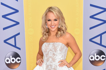 Savvy Shields The 50th Annual CMA Awards - Arrivals