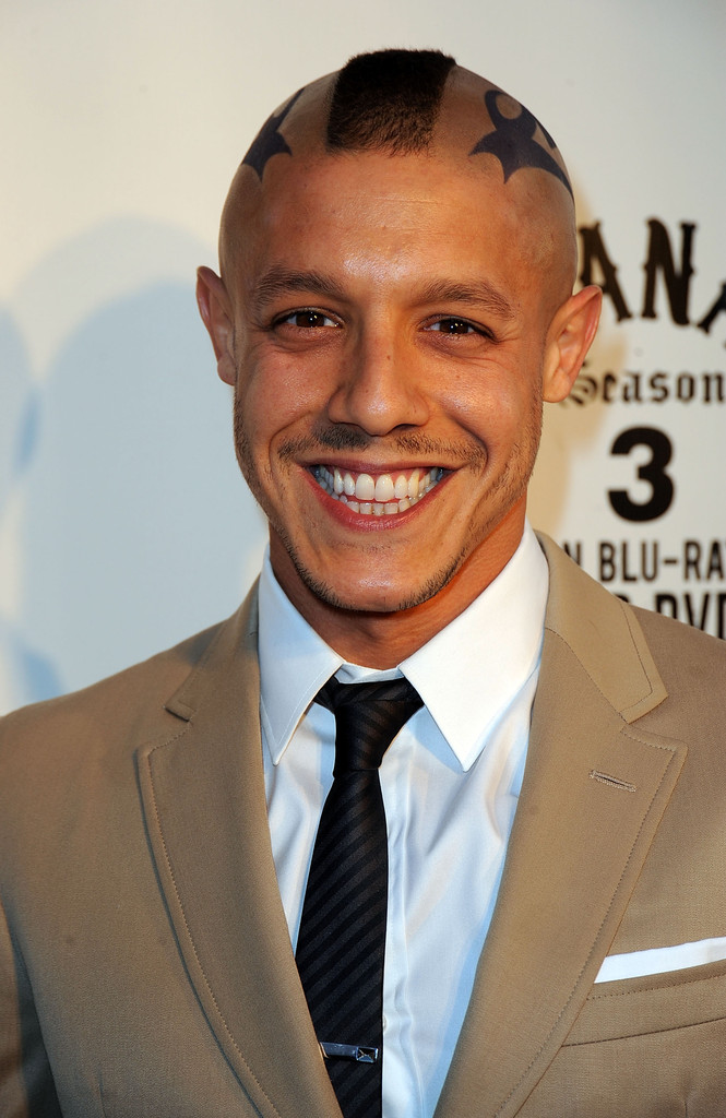 theo rossi height weight