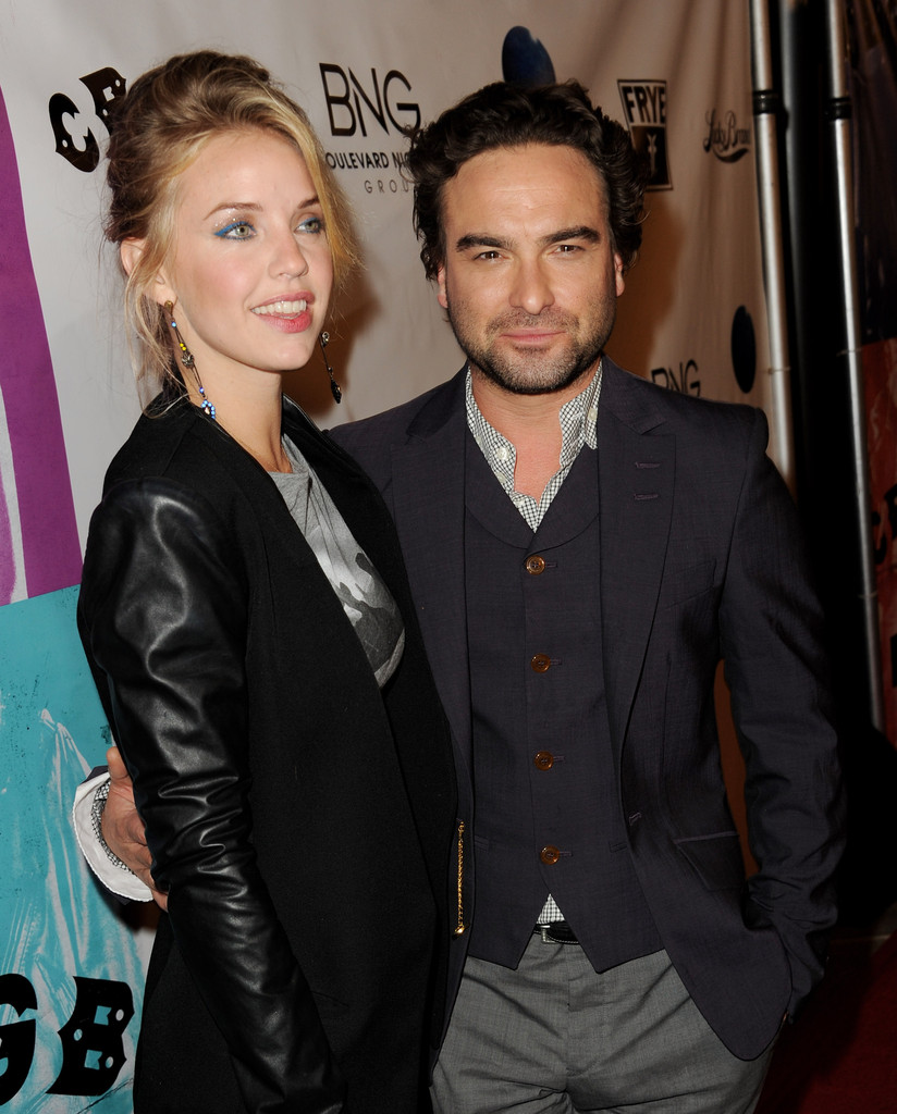 Kelli Garner and Johnny Galecki Photos Photos - Zimbio