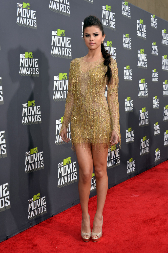 مـهـرجــــان 2013 Movie Awards Selena Gomez 2013 MTV Movie Awards Red Carpet h_cG3gVZCLTx.jpg