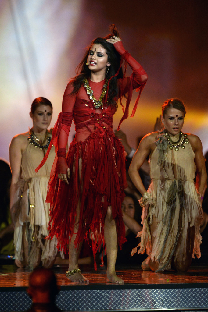 مـهـرجــــان 2013 Movie Awards Selena Gomez 2013 MTV Movie Awards Show jwaSHtr3Ry_x.jpg