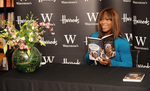 Venus & Serena Williams - 2 - Page 3 Serena+Williams+Book+Signing+JkU7MobeJHfl