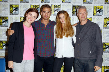 Shailene Woodley Theo James 'Ender's Game' Cast Signs Autographs at Comic-Con