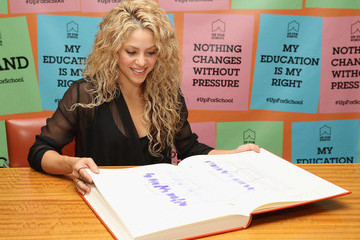Shakira Shakira Supports #UpForSchool Education Petition