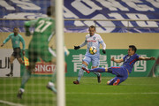 Luke Wilkshire of Sydney FC in action with Li Yunqiu of Shanghai Shenhua FC during the AFC Champions League Group H match between Shanghai Shenhua FC and Sydney FC at Hongkou Stadium on February 21, 2018 in Shanghai, China.