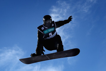 Shaun White FIS Freestyle World Cup - Snowboard Halfpipe Qualification