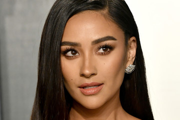 Shay Mitchell 2020 Vanity Fair Oscar Party Hosted By Radhika Jones - Arrivals