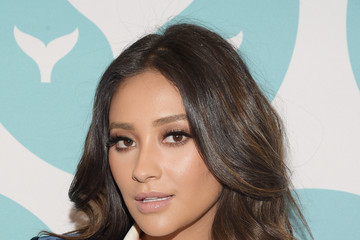 Shay Mitchell The 9th Annual Shorty Awards - Teal Carpet Arrivals