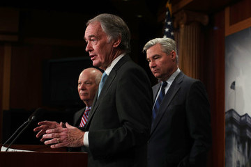 Sheldon Whitehouse Senate Democrats Urge President Not to Withdraw From Paris Climate Agreement
