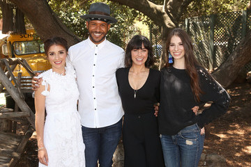 Shiri Appleby Genevieve Buechner Lifetime's 'UnREAL' Cast and Producers Kickoff Summer on a Group Date at Malibu Wines Safari
