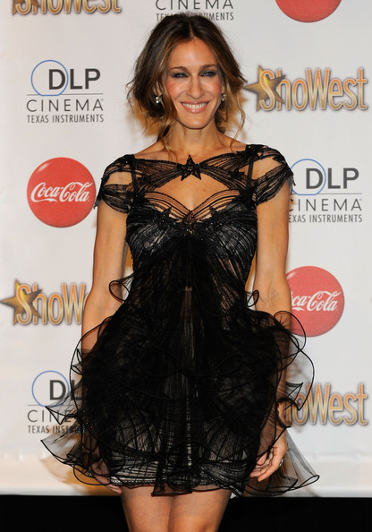 Actress Sarah Jessica Parker, one of the recipients of the Ensemble Award, arrives at the ShoWest awards ceremony at the Paris Las Vegas during ShoWest, the official convention of the National Association of Theatre Owners, March 18, 2010 in Las Vegas, Nevada.