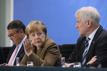 Sigmar Gabriel Horst Seehofer Coalition Partners Agree Over New Government Policies
