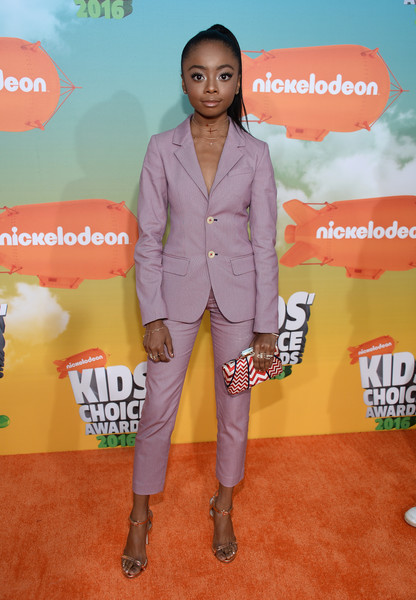 13 Year Old Wears Low Cut Suit At Kid S Choice Awards