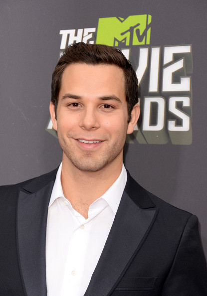 Skylar Astin Photos Photos - Arrivals at the MTV Movie ...