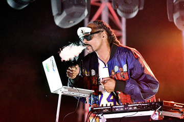 Snoop Dogg DJ Snoopadelic Entertainment Pictures of The Week - October 05